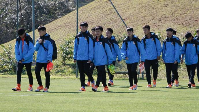 Jogadores do Luneng treinam no centro de treinamento em Porto Feliz (Foto: Cesar Novais / Foco em Foco)