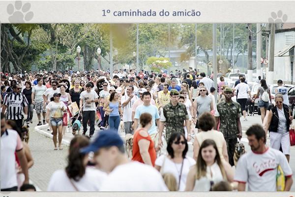 Caminhada do Amicão reuniu milhares de pessoas com seus bichinhos (Foto: Tiago Oliver)