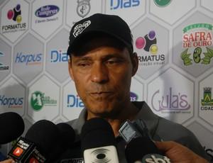 Everton Goiano, técnico do Treze (Foto: David Henrique / TV Paraíba)