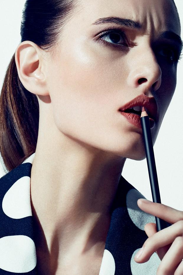 Lápis nude de contorno para os lábios é o favorito do momento na busca pela boca perfeita