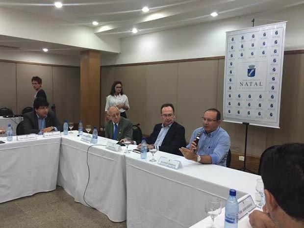 Primeira reunião com a bancada aconteceu na noite desta segunda (13) (Foto: Divulgação/Prefeitura de Natal)
