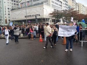 Professores em greve fazem protesto na Zona Sul do Rio neste domingo (18) (Foto: Isabela Marinho/G1)