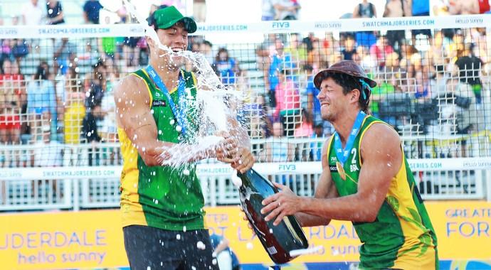 Álvaro Filho/Saymon etapa Fort Laudardale Circuito Mundial de vôlei de praia (Foto: Divulgação/FIVB)
