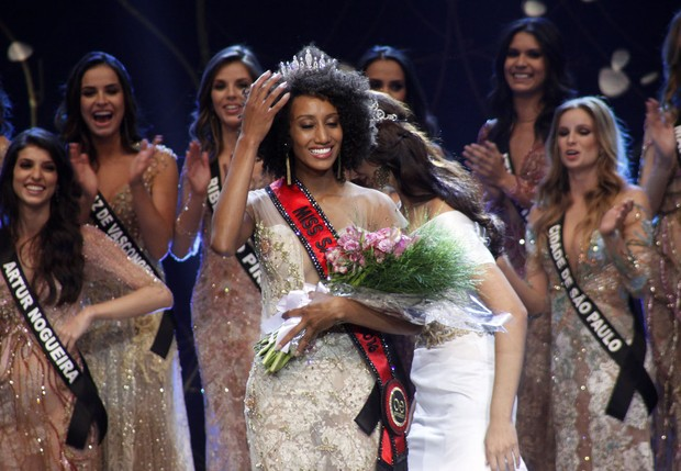 Sabrina de Paiva é coroada Miss São Paulo 2016 (Foto: Celso Tavares/EGO)