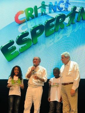 Renato Aragão comanda a homenagem ao diretor geral da TV Globo Octávio Florisbal (Foto: Rede Globo/Estevam Avellar)