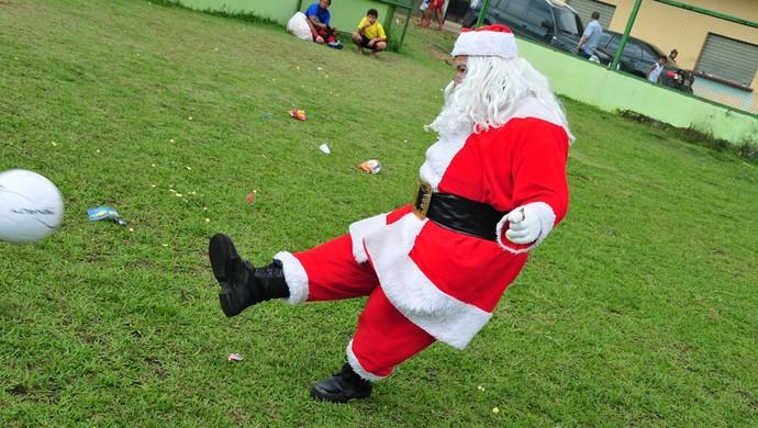 Papai Noel/ Projeto bom de Bola (Foto: Michael Dantas/Sejel)