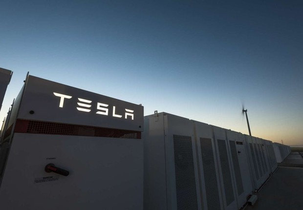 Tesla constrói sua maior estação de carregamento na China