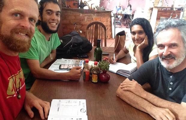 Integrantes do mandato coletivo se reuniram um dia após eleição para iniciar planejamento de mandato, em Alto Paraíso de Goiás (Foto: Reprodução/Facebook)