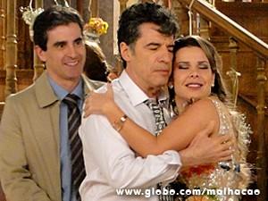 Berna comemora a boa notícia (Foto: Malhação / TV Globo)