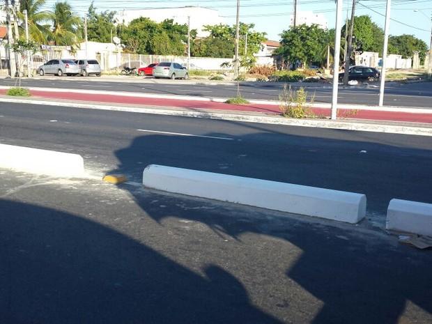 concreto começou a ser instalado na quarta-feira (Foto: Diana de Vasconcelos / G1 CE)