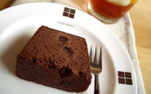 Bolo de chocolate sem glúten e açúcar