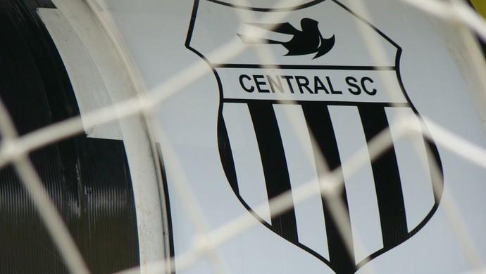 Escudo Central (Foto: Vital Florêncio / GloboEsporte.com)