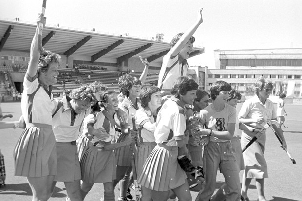 Seleção do Zimbabwe comemora o ouro (Foto: Reprodução)