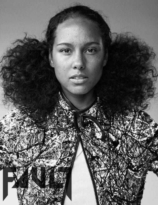 Alicia Keys posa sem qualquer maquiagem para a revista Fault (Foto: Reproduo/Fault)