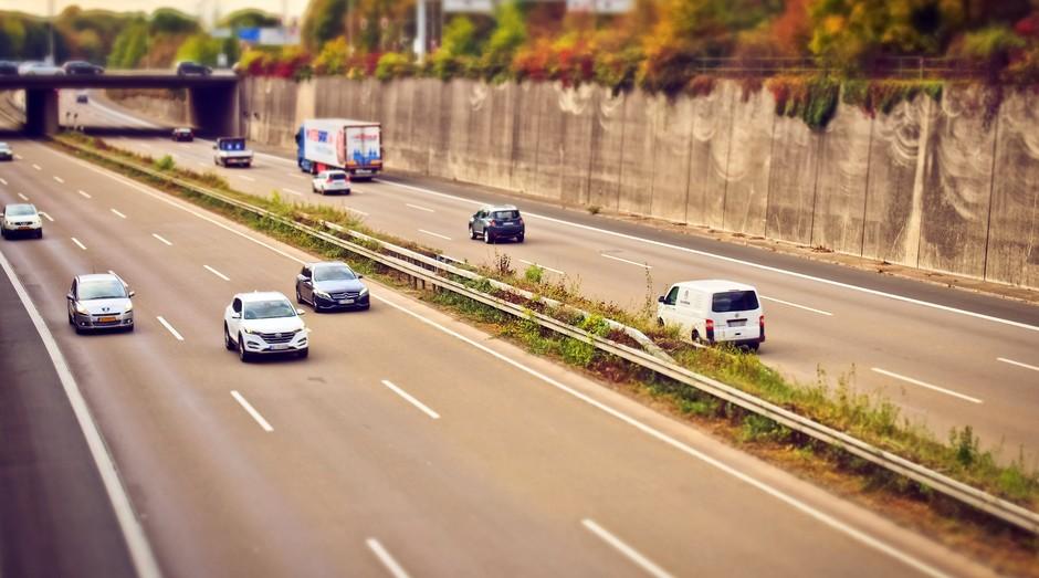 Veículo, carro, estrada, autoestrada, caminhão, trânsito, caminho, trajetória (Foto: Reprodução/Pexel)