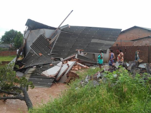 Fortes chuvas causaram desmoronamento de casas em pelo menos três bairros (Foto: Arney Barreto)