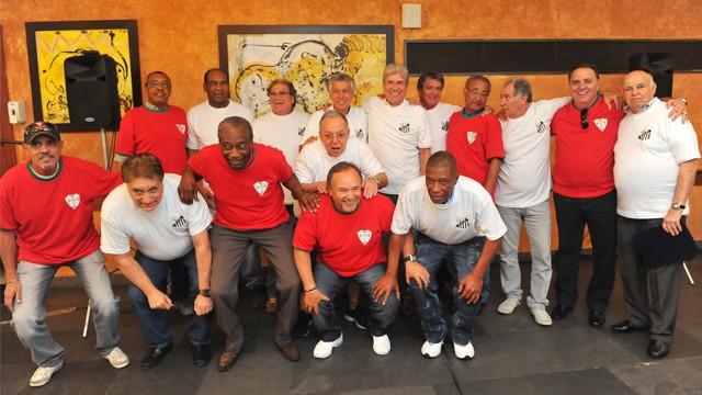 Reencontro de jogadores de Santos e Portuguesa de Desportos, que dividiram o título paulista de 1973.  (Foto: Eduardo Silva)