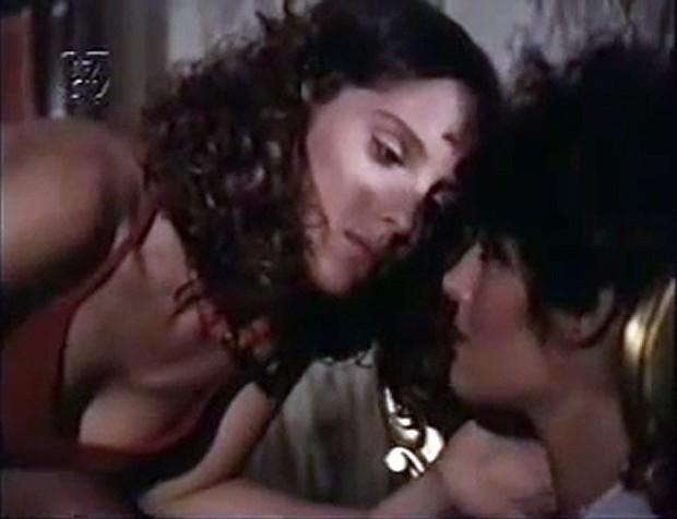 Entre os filmes de maior sucesso da carreira de Nicole estão 'Ariella' (1980), de John Herbert, e 'Convite ao Prazer' (1980), de Walter Hugo Khoury, que quase chegou à marca de dois milhões de espectadores no cinema. Além deste, também estrelou 'Escola Penal de Meninas Violentadas' (1977), 'Damas do Prazer' (1978) e 'Perdida em Sodoma' (1982). De lá pra cá, atuou em algumas novelas, como 'Barriga de Aluguel' (1990) e escreveu dois livros: 'Parado na Porta do Céu' e 'A Boca de São Paulo', este último sobre a Boca do Lixo. (Foto: Reprodução)