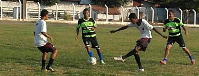 Amistoso do Flamengo-PI (Foto: Emanuele Madeira/GloboEsporte.com)