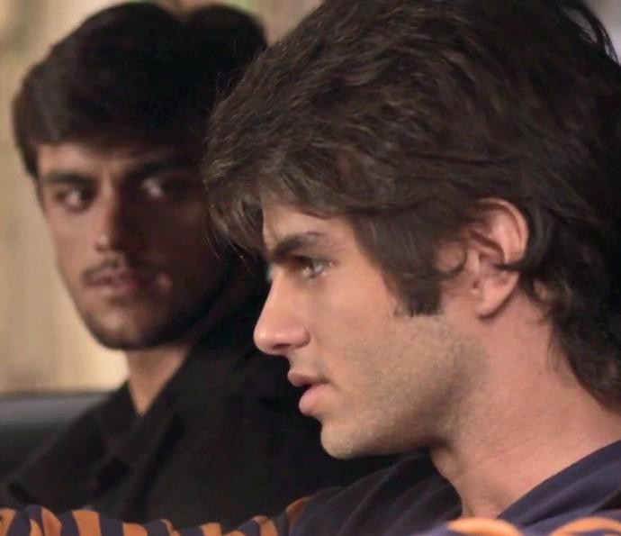 Fabinho diz a Jonatas que ele precisa saber a verdade sobre Germano e Eliza (Foto: TV Globo)