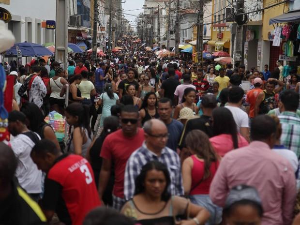Rua Grande, principal centro comercial da capital, ficou lotada nesta quarta-feira (Foto: Flora Dolores / O Estado)