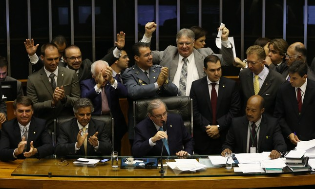 Eduardo Cunha acompanhado de deputados da bancada evangélica