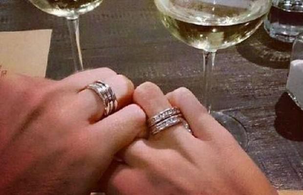 Central exibe aliança de noivado, que aconteceu em um jantar (Foto: Reprodução/Instagram)