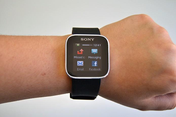 Sony SmartWatch não adotará Wear, mantendo sua versão do Android modificada pela companhia japonesa (Foto: Stella Dauer/TechTudo)