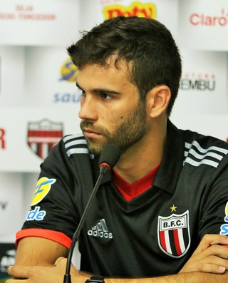 Jussandro, lateral do Botafogo-SP (Foto: Rogério Moroti/Ag. Botafogo)