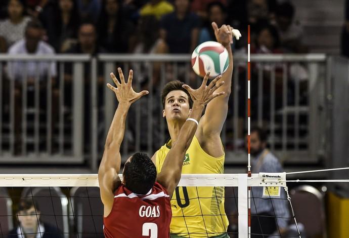 Renan foi o maior pontuador de Brasil 3 x 0 Porto Rico (Foto: Inovafoto/CBV)