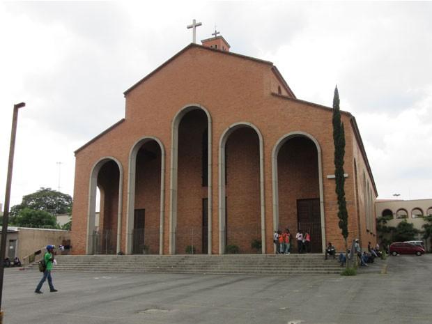 Igreja Nossa Senhora da Paz virou ponto de referência para haitianos no Centro de SP (Foto: Letícia Macedo/ G1)