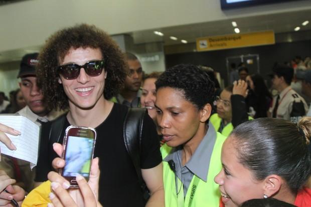 David Luiz desembarca em aeroporto  (Foto: Thiago Duran/AgNews)