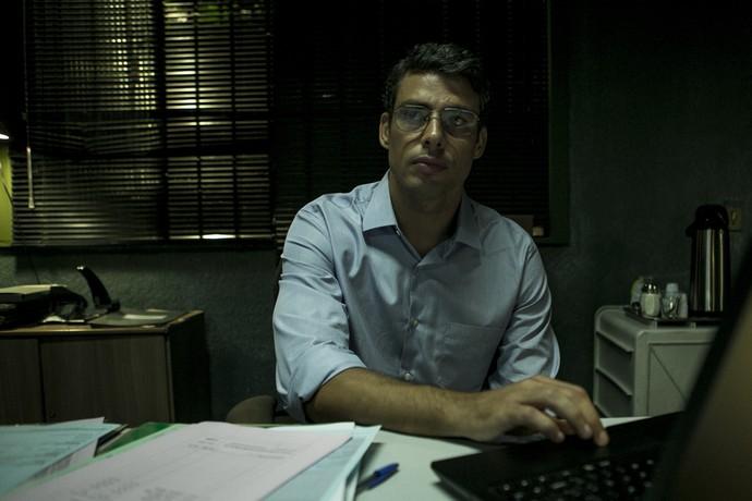 Cauã Reymond interpreta o contador Maurício (Foto: Ellen Soares/Gshow)