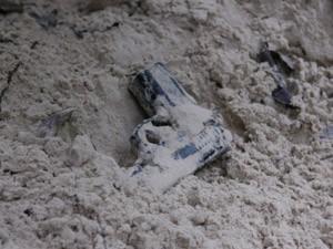 Arma foi encontrada nesta quinta-feira (5), em duna (Foto: Biné Morais/O Estado)