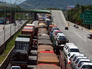 Congestionamento na Cônego Domênico Rangoni (Foto: Rogério Soares/A Tribuna de Santos)