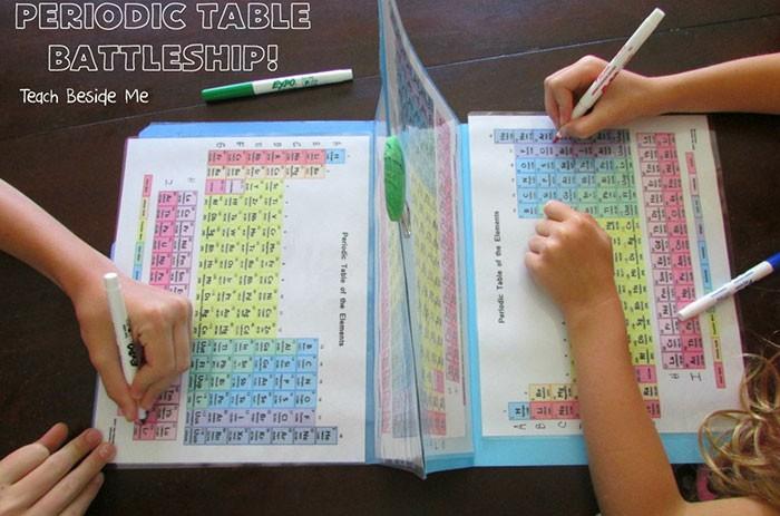 Ensino de elementos vira brincadeira na casa dos Tripp (Foto: Karyn Tripp / Arquivo Pessoal)