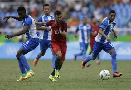 Bruno Fernandes Portugal x Honduras Olimpíada (Foto: AP)