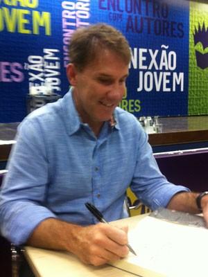 Sparks enbanjou simpatia em tarde de autógrafos (Foto: Isabela Marinho / G1)