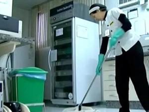 Auxiliar de limpeza (Foto: Reprodução / RRPCTV)