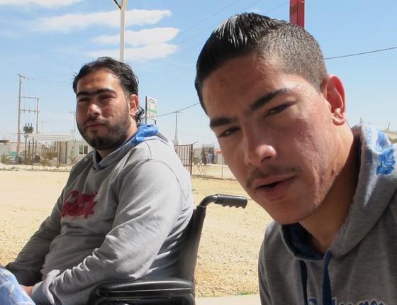 Os irmãos Radwan e Walid, em tratamento no centro pós-operatório da Médicos Sem Fronteiras no campo de refugiados de Za'atari, na Jordânia (Foto: Teresa Perosa/ ÉPOCA)