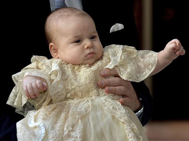 O príncipe George no dia de seu batizado, em outubro de 2013 (Foto: Reuters/John Stillwell/pool)