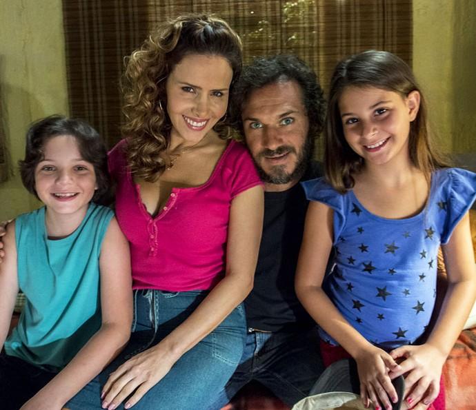 No núcleo de Campo Claro, a família conta ainda com os pequenos Carlinhos e Dayse (Foto: Estevam Avellar/Globo)