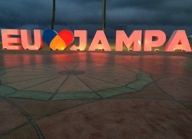 Prefeitura de João Pessoa entregou letreiro e parte da padronização da calçadinha da orla; letreiro foi instalado apesar da redução de despesas anunciada pela PMJP (Foto: Ailton Júnior/ PMJP)