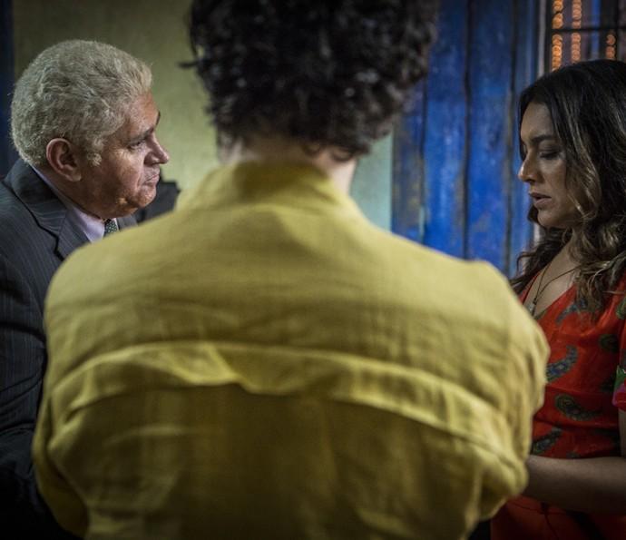 Queiroz provoca Beatriz (Foto: Inácio Moraes/ Gshow)