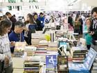 Com 60 estandes e livros a partir de R$ 5, Flipoços atrai visitantes em MG