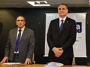 Pedro Galvão, à esquerda, passou o cargo para Nelson Pelegrino. (Foto: Divulgação/Setur)