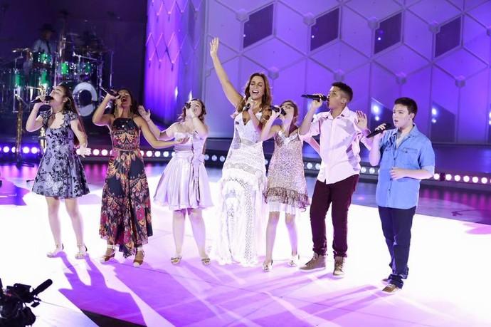 Ivete Sangalo cantou com Pérola e mais cinco talentos mirins que passaram pelo time dela no The Voice Kids (Foto: Rafa Mattei/ Página oficial de Ivete Sangalo nas Redes Sociais)