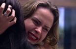 Sem saber que ficaria na casa, Ana Paula se despede aos prantos dos confinados