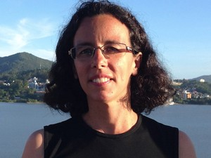 A astrofísica Silvia Paixão Alencar, que integra equipe que descobriu o novo planeta V830 Tau B (Foto: Silvia Alencar/Arquivo pessoal)
