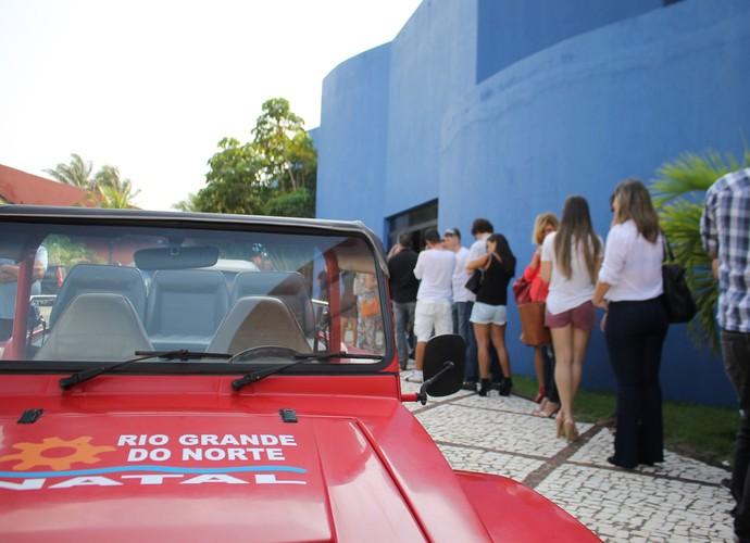 A galera espera ansiosamente pela entrevista em Natal (Foto: TV Globo)